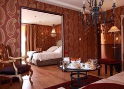 Auberge A La Bonne Idée - Pierrefonds - Bedroom