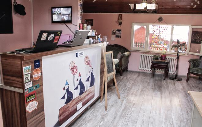 Puffin Hostel - Istanbul - Front desk