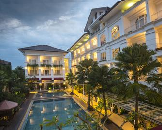 Gallery Prawirotaman Hotel - Джок'якарта - Building