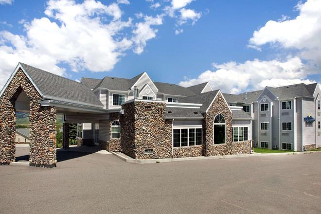 Microtel Inn & Suites by Wyndham Bozeman - Bozeman - Building