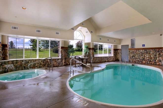 Microtel Inn & Suites by Wyndham Bozeman - Bozeman - Pool