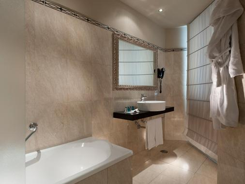 c-hotels Ambasciatori - Florence - Bathroom