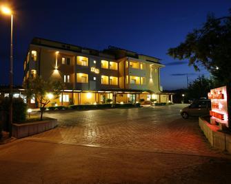 Hotel Maria - Pineto - Building