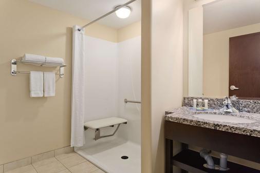薩斯卡頓鄰近市中心速 8 酒店 - 薩克屯 - 薩斯卡通 - 浴室
