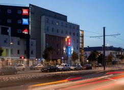 Ibis Budget Orly Chevilly Tram 7 - Chevilly-Larue - Building