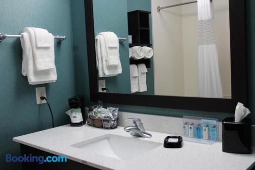 Hampton Inn Cotulla,TX - Cotulla - Bathroom