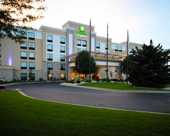 Holiday Inn Express Janesville-I-90 & US Hwy 14 - Janesville - Building