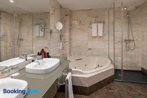 Rafaelhoteles Atocha - Madrid - Bathroom