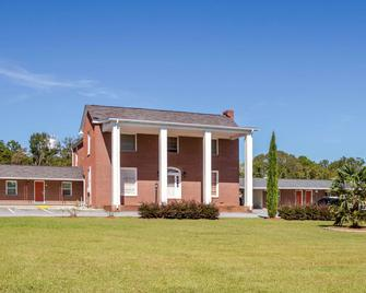 Rodeway Inn And Suites - Walhalla - Building