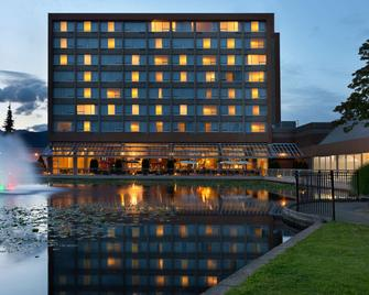 Coast Chilliwack Hotel By Apa - Chilliwack - Building