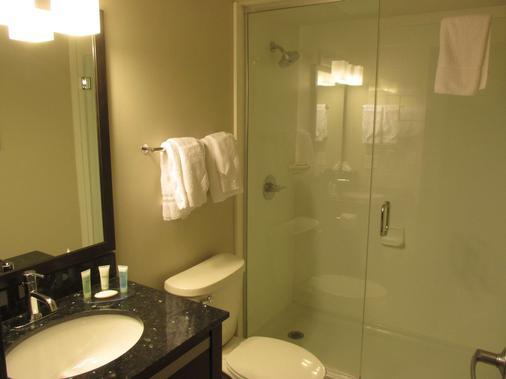 Best Western Harvest Inn & Suites - Grand Forks - Phòng tắm