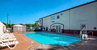 Red Roof Inn San Marcos - San Marcos - Pool
