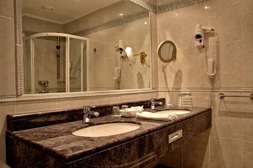 Esplanade Spa and Golf Resort - Mariánské Lázně - Bathroom