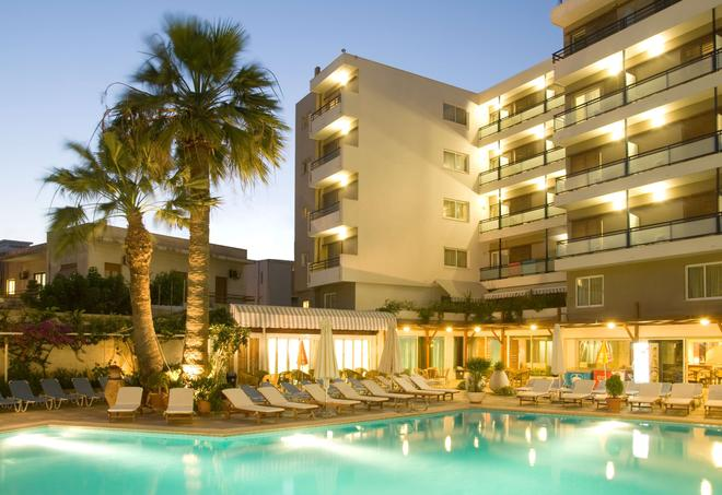 Best Western Plus Hotel Plaza - Rodas - Edificio