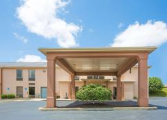 Howard Johnson by Wyndham Beckley - Beckley - Building