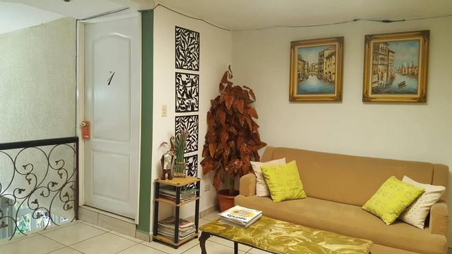 Hotel Tazumal House - Сан-Сальвадор - Гостиная
