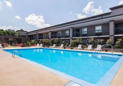 Clarion Inn and Suites Russellville I-40 - Russellville - Uima-allas