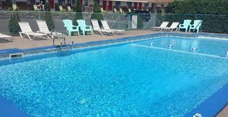 Robin Hood Motel - Saratoga Springs - Pool