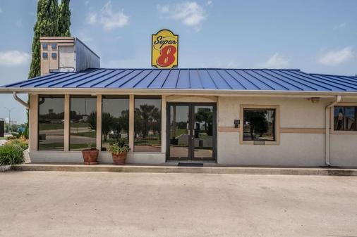 Super 8 by Wyndham San Marcos - San Marcos - Κτίριο