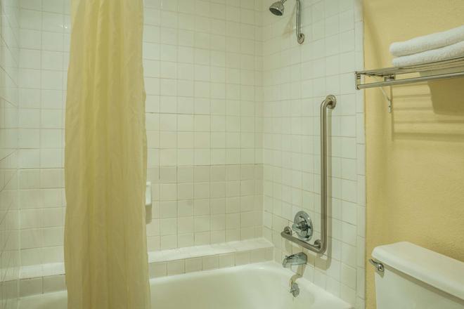 聖馬科斯速 8 酒店 - 聖馬可斯 - 聖馬科斯 - 浴室