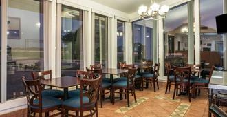 Super 8 by Wyndham San Marcos - סן מרקוס - מסעדה