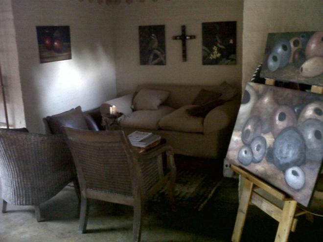 African Silhouette Guesthouse - Benoni - Living room