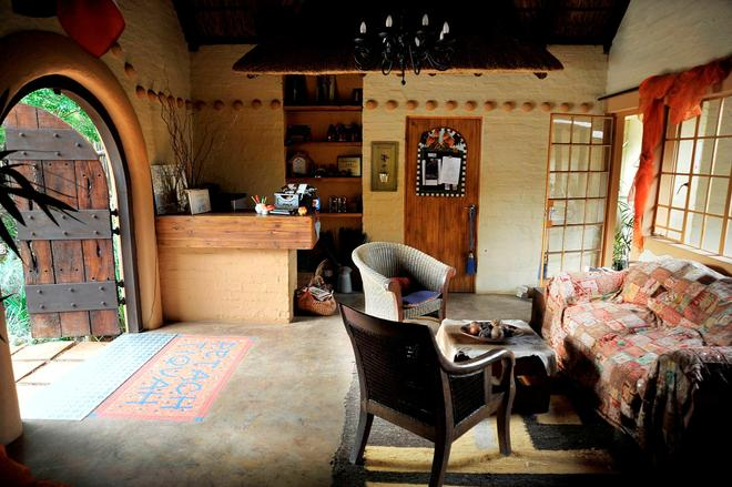African Silhouette Guesthouse - Benoni - Front desk