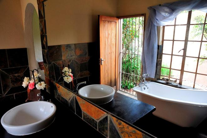 African Silhouette Guesthouse - Benoni - Bathroom