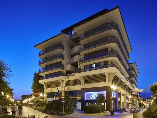 弗爾札酒店 - 格拉多 - 歌德 - 建築
