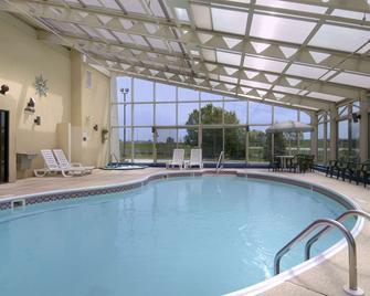 Baymont by Wyndham Springfield - Springfield - Pool
