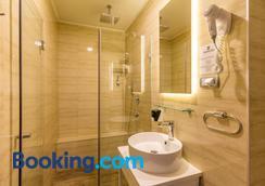 Privilege Suites by Central Park - Belgrade - Bathroom