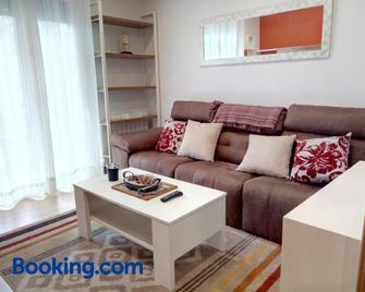Apartamento centrico en Lekeitio, playa y puerto - Lekeitio - Living room