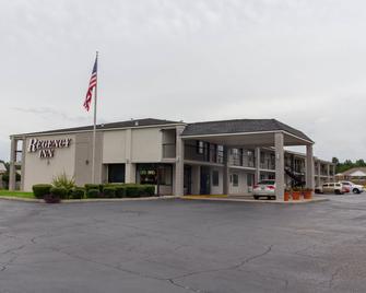 Regency Inn - Monroeville - Building