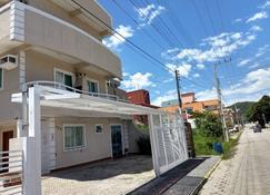 Residencial Batista - Bombinhas - Building