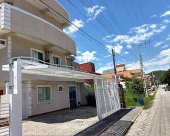 Residencial Batista - Bombinhas - Budova
