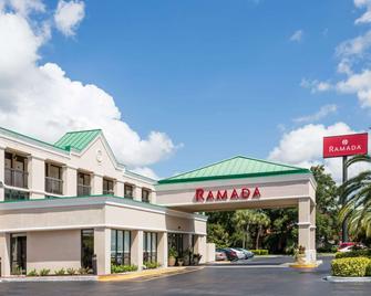 Ramada by Wyndham Altamonte Springs - Altamonte Springs - Gebäude