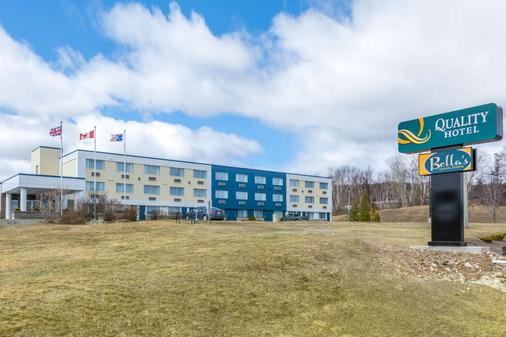 Quality Hotel - Clarenville - Building