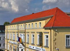 Hotel Schwarzes Ross - Großschirma - Edificio