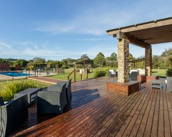 Ramada Resort by Wyndham Phillip Island - Phillip Island - Patio