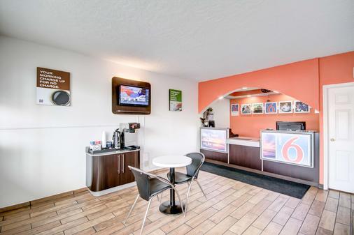 Motel 6 Somerset Ky - Somerset - Front desk