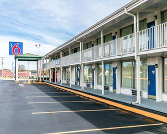 Motel 6 Somerset, KY - Somerset - Building