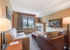 Falcon Crest Lodge - Canmore - Sala de estar