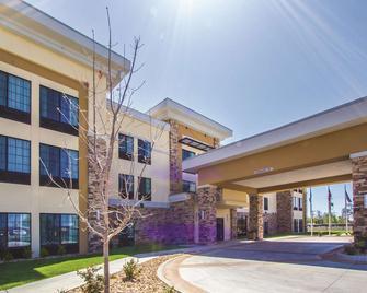 La Quinta Inn & Suites by Wyndham Pampa - Pampa - Building