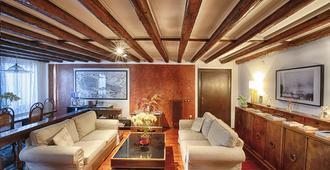 Bed and Breakfast San Giacomo Venezia - Venice - Living room
