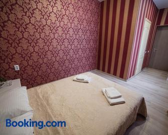 Sergeev Hotel And Hostel - Nikolaev - Bedroom