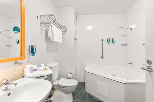 Quality Hotel Dickson - Canberra - Bathroom