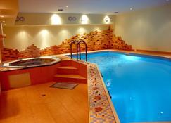 جود ستاي هوتل دينابورج - داوجافبيلس - حوض السباحة
