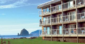 Tolovana Inn - Cannon Beach - Building