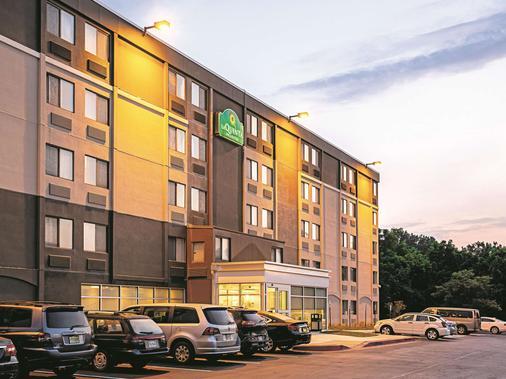 La Quinta Inn & Suites by Wyndham Baltimore N / White Marsh - Baltimore - Toà nhà