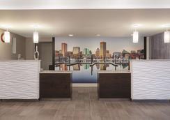 La Quinta Inn & Suites by Wyndham Baltimore N / White Marsh - Baltimore - Hành lang